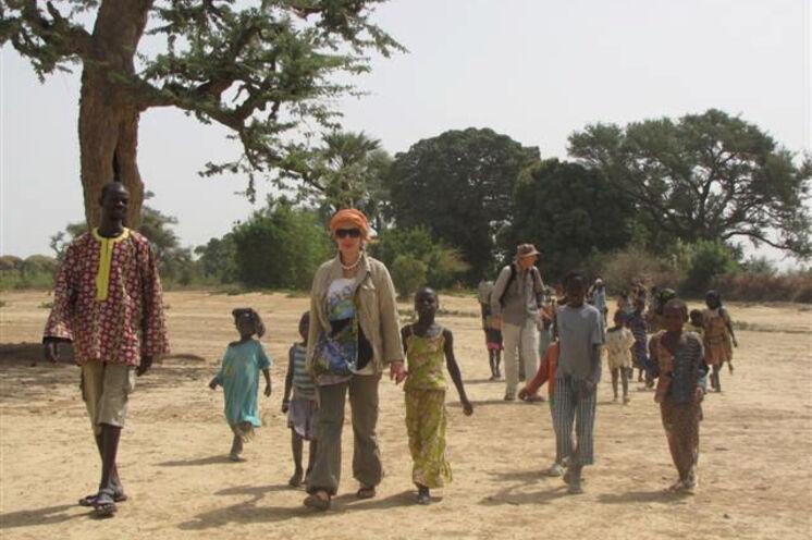 Auf dem Weg zum Töpferdorf auf dem gegenüberliegenden Ufer des Festivalgeländes in Segou.
