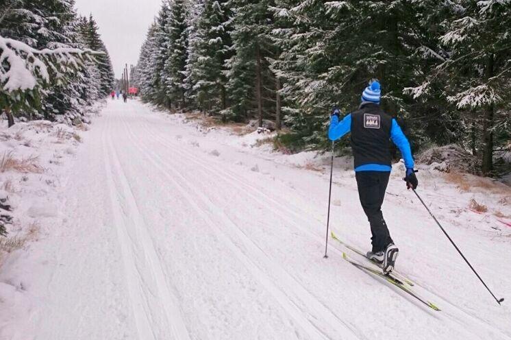Am Vortag beste Möglichkeit, noch einmal Ski zu testen und auf der Start- und Zielstrecke näher zu betrachten..