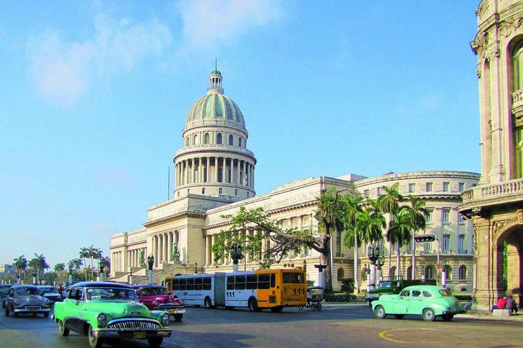 In Havanna unternehmen Sie einen Stadtrundgang, zum Capitolio...
