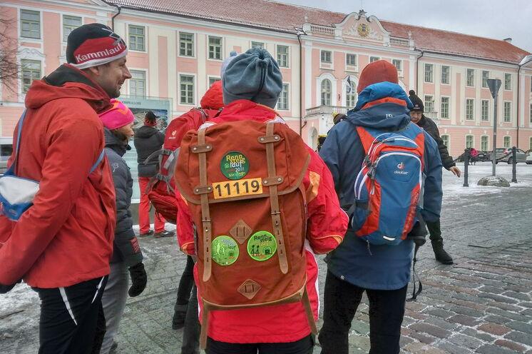 "Gut ""eingepackt"" spazieren wir u.a. am Parlamentsgebäude vorbei"