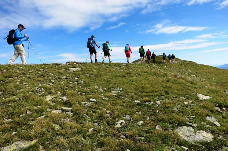 Von der Bergstation der Venet-Bahn wandern Sie auf dem Kamm des gleichnamigen Berges
