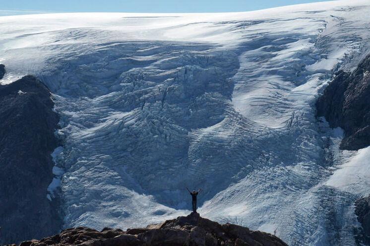 Abbruchkante des Brückner Gletschers - hier fühlt man sich klein wie eine Ameise!