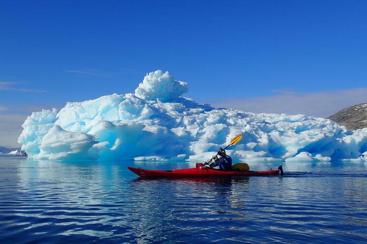 Entdecken Sie die Farben Grönlands aus dem Seekajak Foto: Wilson Wai Yin Cheung