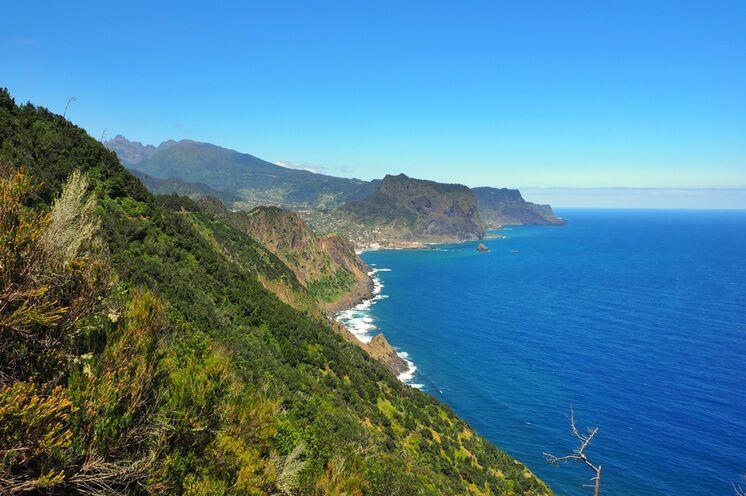...und entlang fantastischer Küstenwege.