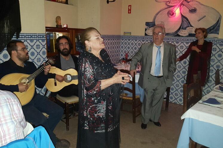 "Portugiesische Folklore im Fado Restaurant ""Canto de Camoes"""