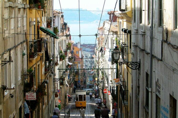 Portugals Hauptstadt ist immer eine Reise wert und hat unzählige Sehenswürdigkeiten für Sie parat. Nicht verpassen sollten Sie eine Fahrt in den legendären Aufzügen, welche Unter- und Oberstadt miteinander verbinden