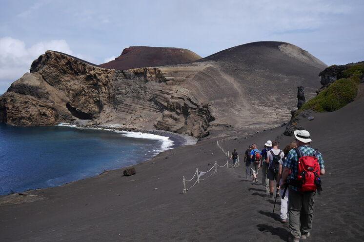"""Capelinhos - das """"neue Land"""" entstand erst in den 1950er Jahren durch einen Vulkanausbruch."""