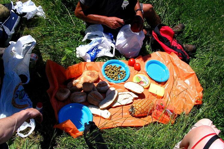 Auf vielen Wanderungen werden ausgiebige Picknicks gemacht. Die Azoren haben kulinarisch einiges zu bieten!