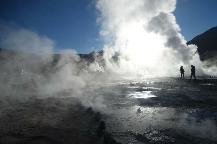 Bis zu 20 Meter schießen die höchstgelegenen Geysire  der Erde (El Tatio) ihre Dampfsäulen in die Luft