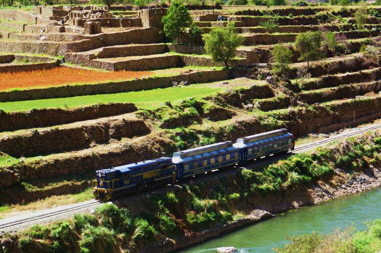 Mit dem Zug und Bus geht es Richtung Machu Piccu...