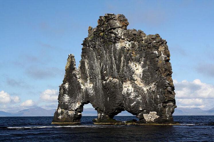 Der kuriose Vogelfelsen Hvítserkur bei der Halbinsel Vatnsnes.