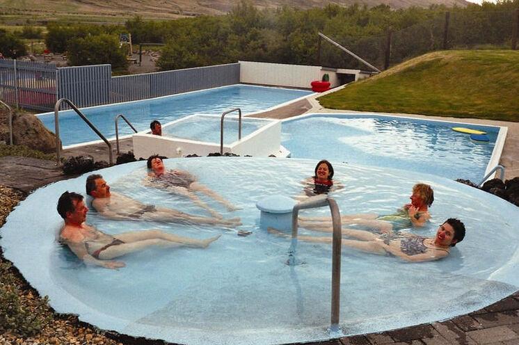 Ein wohltuendes Bad im Hot Pot - isländische Lebensqualität.