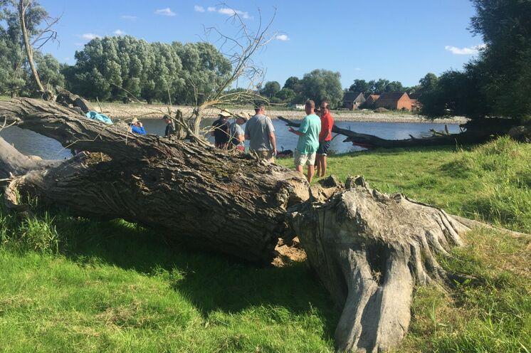 Plausch mit Anglern am polnischen Ufer
