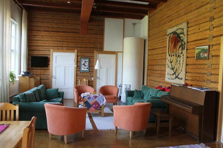 Im Inneren des Gasthauses Pihlajapuu lässt es sich gemütlich sitzen