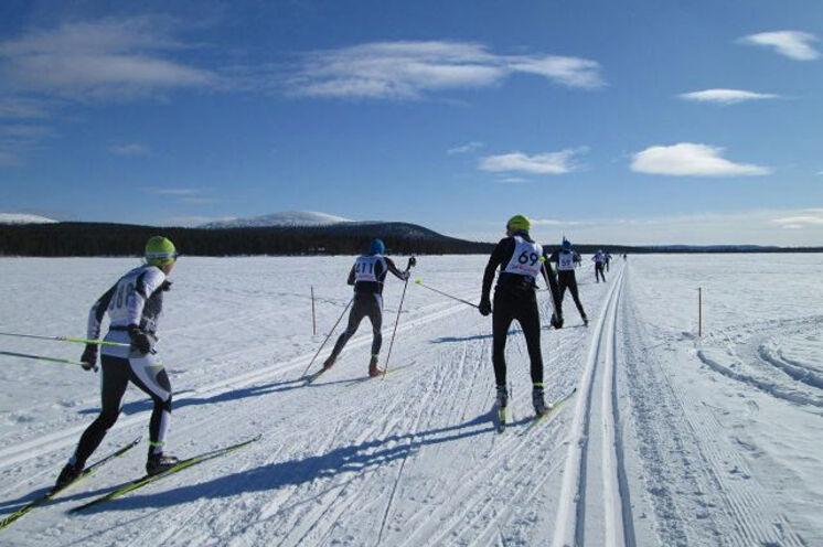 Erster Lauftag: 60 km, u.a. über den zugefrorenen Jeris-See