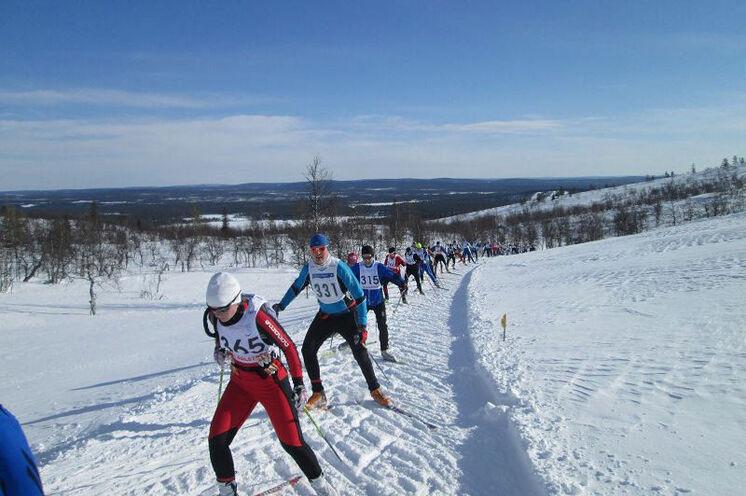 Zweiter Lauftag: gleich kurz nach dem Start ein lang gezogener Anstieg in eine Traumregion!