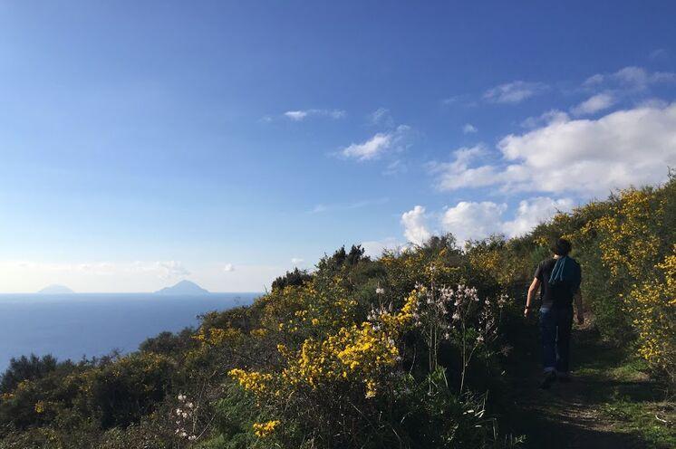 Wandern mit Weitblick auf Lipari