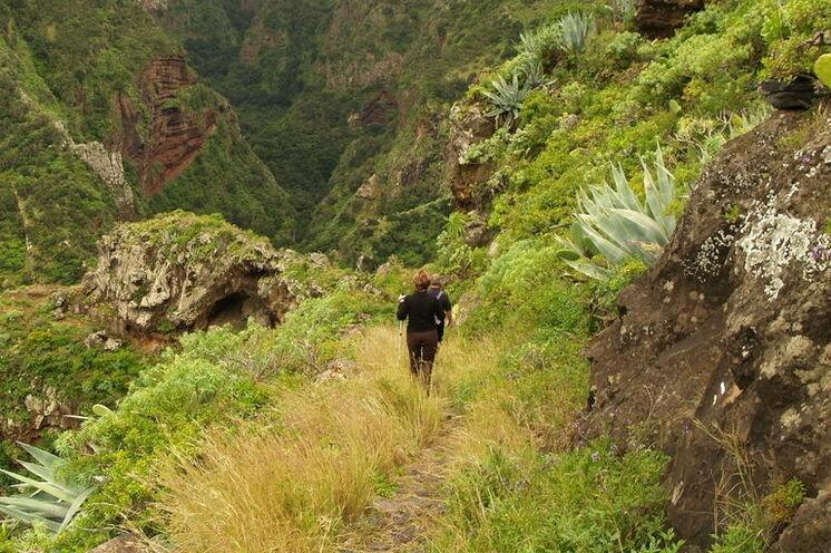 Wanderung in dem sattgrünen Barranco de Agua im Norden La Palmas