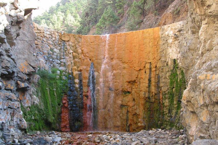 Der Wasserfall der Farben in der Caldera