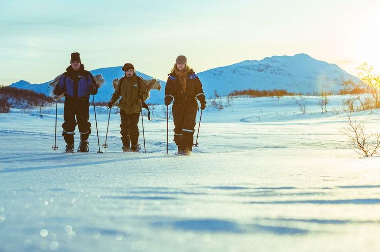 Bei einer geführten Schneeschuhtour (optional buchbar) lernen Sie die malerische Umgebung um Tromsø kennen...