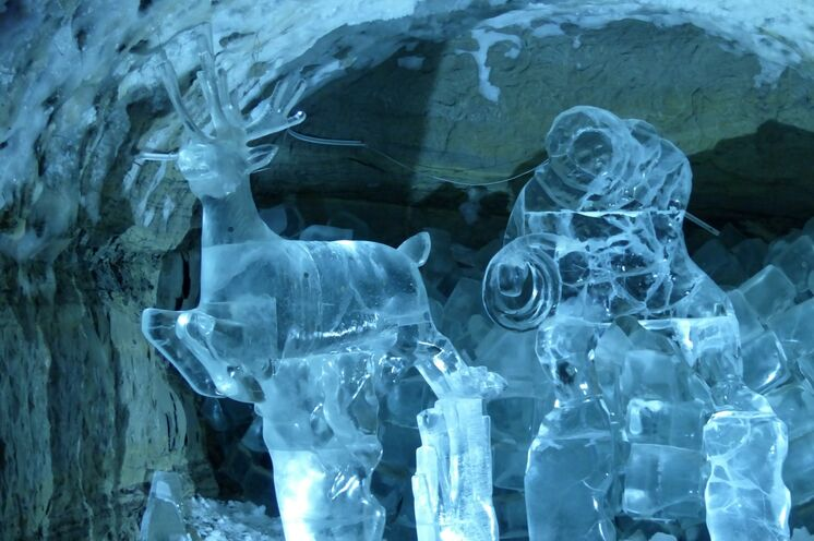 Besuch im Permafrost-Zentrum - ein Farb- und Formenspiel mit dem ewigen Eis.
