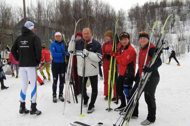 2007: Unsere erste Teilnahme an einem Skimarathon in Russland, hier unmittelbar vorm Start zum 50 km FT in Murmansk (damals noch Euroloppet). Kleine Gruppe aus Thüringen, Sachsen und der Schweiz.