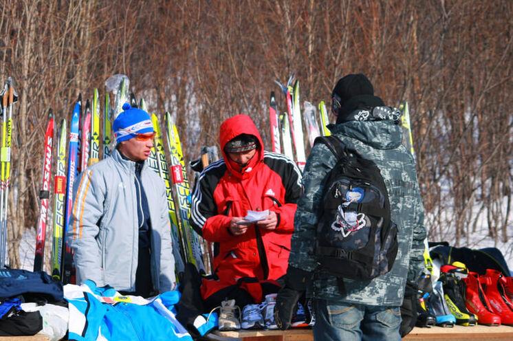 """Wie bei allen größeren Läufen kann man in Russland """"Notkäufe"""" noch tätigen, seien es Skischuhe, Wachs, Ski, Skistöcke oder Sportsachen..."""