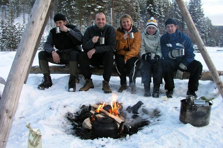 Pausen sind das Schönste an den Touren, am Feuer sitzen