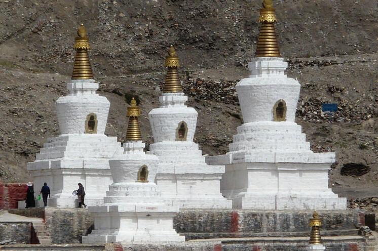Chörten des Sakya-Klosters