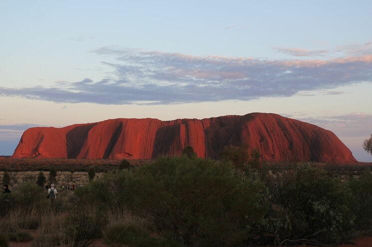 Sonnenaufgang am Uluru (Ayers Rock), heilige Stätte der Aborigines im Roten Zentrum Australiens