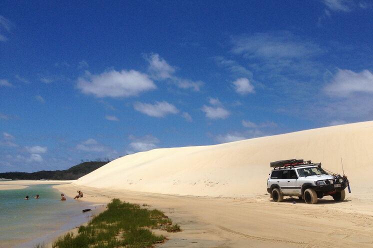 Fraser Island: größte Sandinsel der Welt. Dieses tropische Paradies erleben Sie bei einer Allrad-Tour...