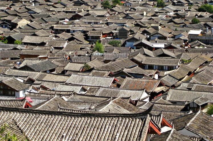 Über den Dächern der Altstadt von Lijiang