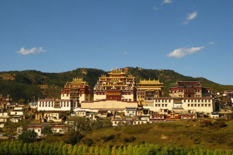In Shangri-La übernachten Sie neben dem 300 Jahre alten tibetischen Songzanlin-Kloster ...