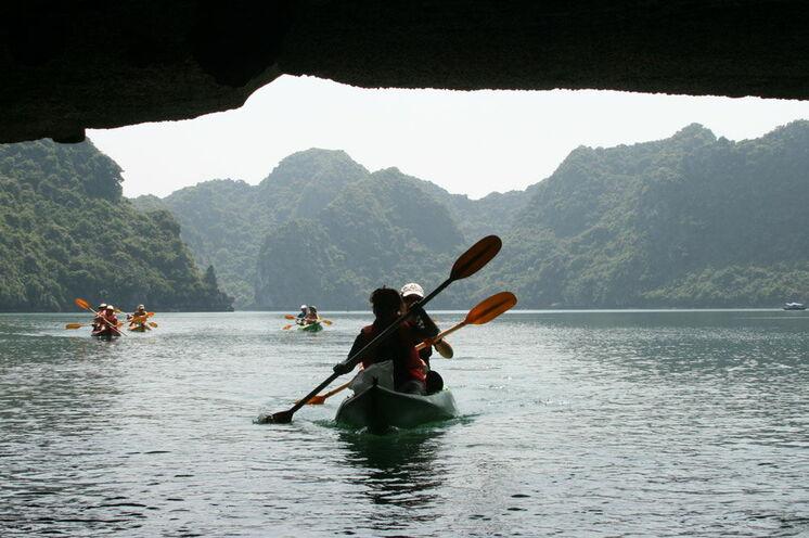 """Abseits der üblichen Touristenrouten entdecken Sie spannende Höhlen wie die 100 Meter lange """"Dark Cave"""""""