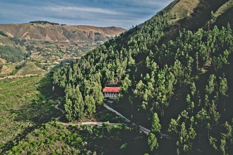 Zu Fuß aklimatisieren Sie sich langsam an die Höhe im Mittelgebirge und übernachten im komfortablen Berghotel.