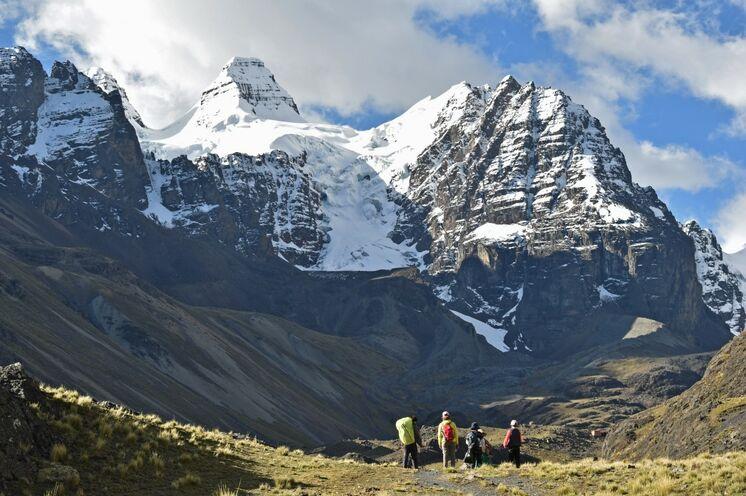 Wandertag in der Königskordillere in herrlicher Bergkulisse.