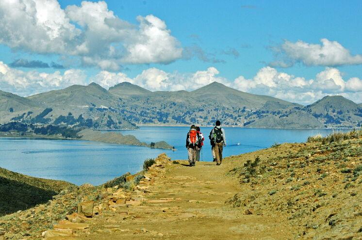 Wandern am See Huiñaimarca, am ursprünglichen Teil des Titicacasees.