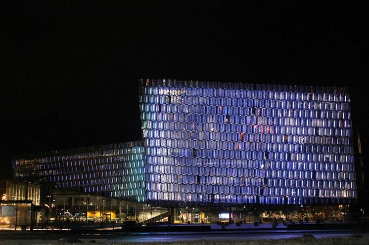 Während der Kulturnacht erstrahlt Reykjavík und Jung wie Alt sind auf den Beinen.