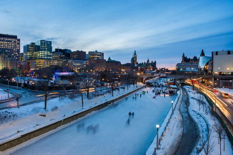 Ottawa: Der Rideau Kanal ist im Winter zugefroren und eine beliebte Eislauffläche