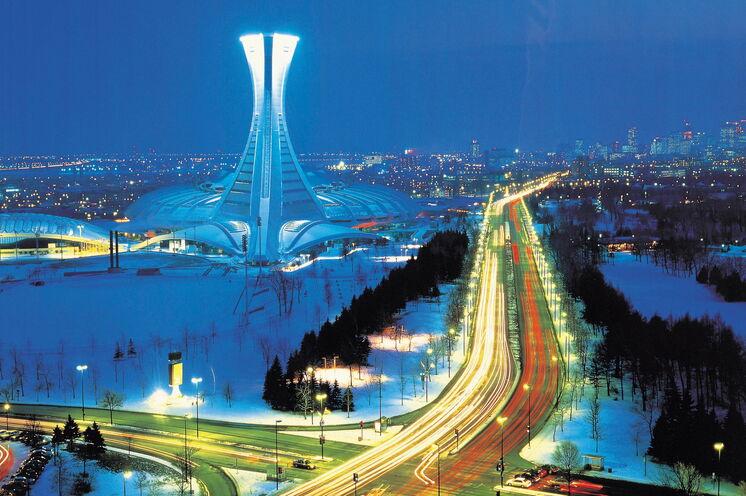Reisebeginn in Montreal. Blick auf das Olympiastadion von Montreal