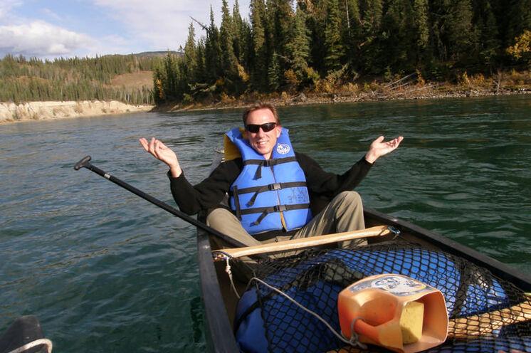 Ihre Kanutour führt Sie durch das ruhige Wasser des Big Salmon River