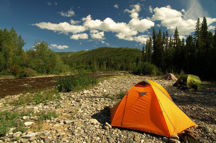 Eines Ihrer Camps entlang des Big Salmon River