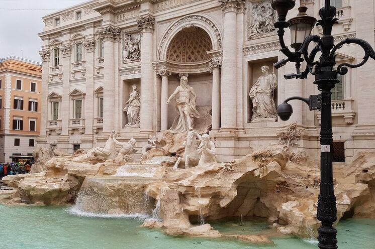 Der wohl prächtigste Brunnen Roms, die Fontana di Trevi