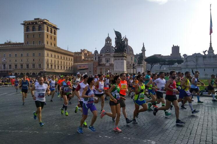 Kurz nach dem Start an der Piazza Venezia