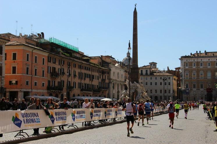 Einer meiner Lieblingsplätze, die schöne Piazza Navona, ist auch Teil der Marathonstrecke
