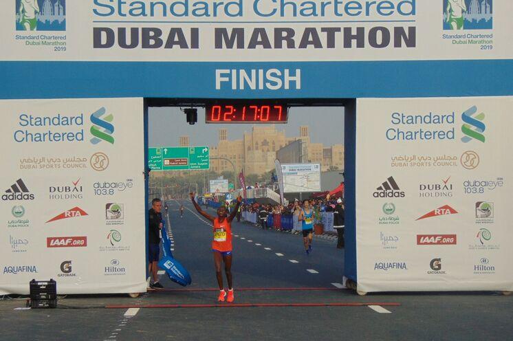 Siegerin Ruth Chepngetich (Kenia) in sensationellen 02:17:08