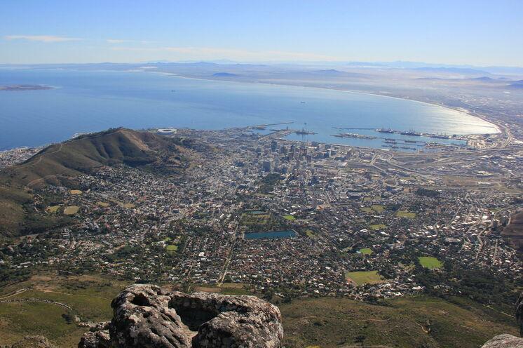 Vom Tafelberg genießt man spektakuläre Aussichten.