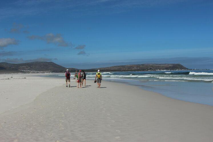 Die Füße freuen sich über eine entspannte Küstenwanderung am Noordhoek Beach