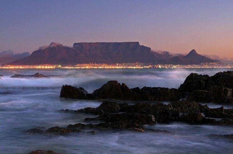 """Ultra- und Halb-Marathon in der südafrikanischen """"Mother City"""" Kapstadt ist Höhepunkt dieser Reise. Gespickt ist die Reise mit  Wanderungen, einer City-Fahrradtour und einem wunderbaren Ausflug in das Weingebiet."""