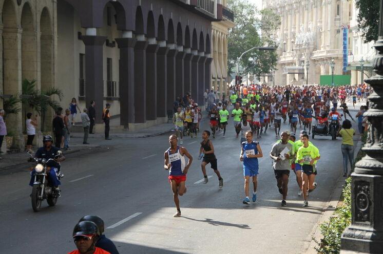 """Der 3-km-Lauf """"Maracuba"""", ein Tag vor dem Hauptlauf Marabana: die ersten ca. 1500 m entsprechen der Strecke des Hauptlaufes"""